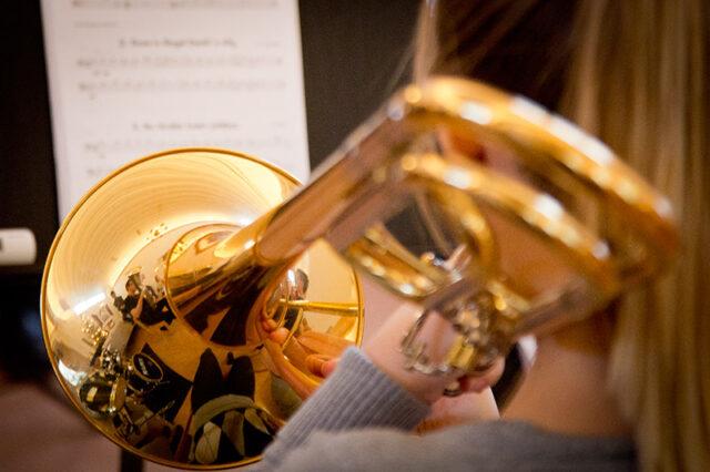 Gudstjänst med brassband som sändes via webben