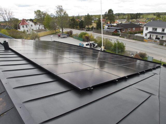 Nu får Österledskyrkan energi från solen