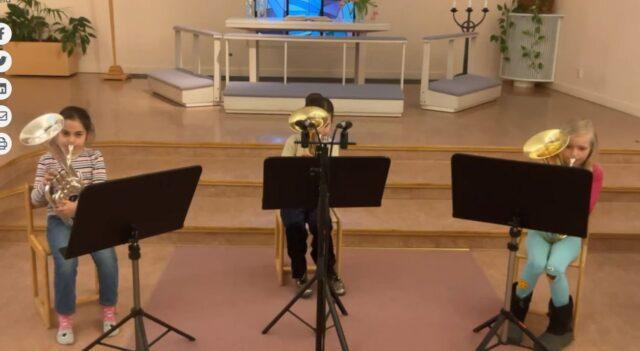 Musikskolans elevkonsert och en låt med Microblåset